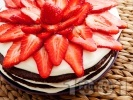 Рецепта Tорта с какаови блатове, бял крем и ягоди